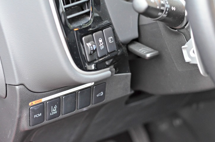Mitsubishi Outlander Front Controls