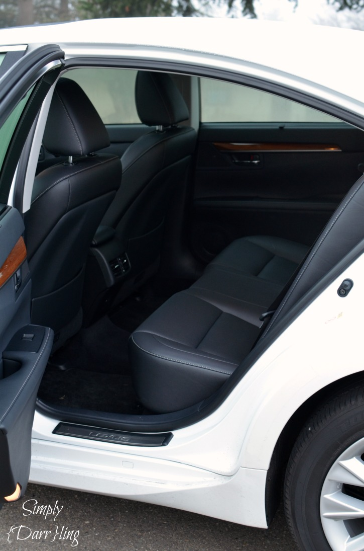 Lexus ES Rear Seats