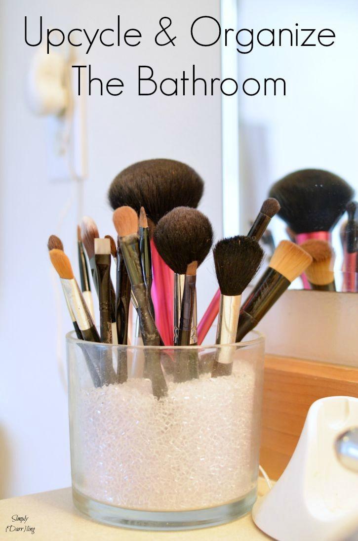 Organize the bathroom through upcycled items