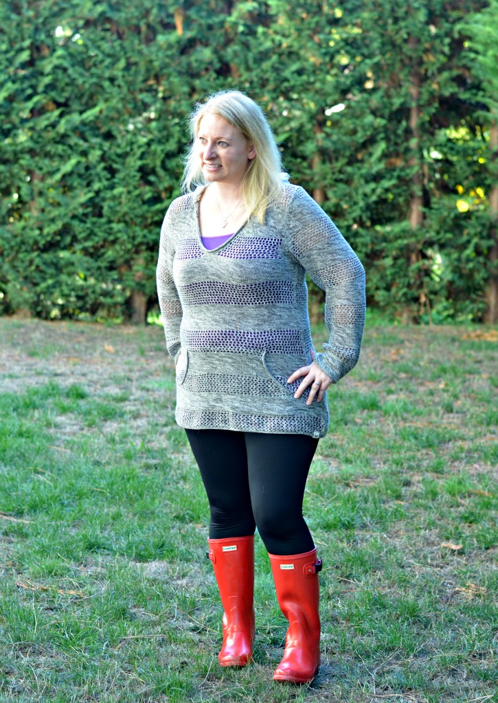Fall outfit with leggings and red hunter rain boots