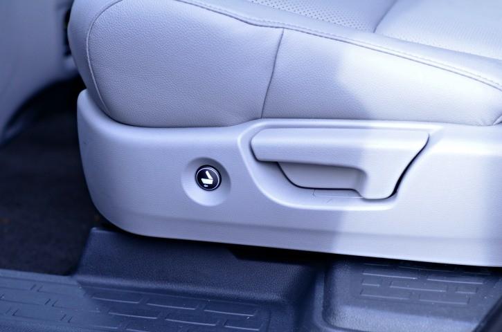 2016 Honda Pilot Elite Rear Access Button