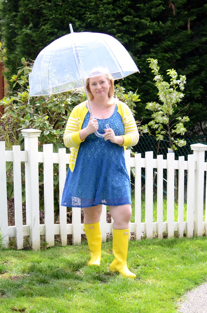 How To Wear Yellow Hunter Rain Boots Simply Darr Ling