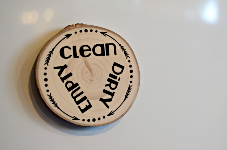 Wood Slice Dishwasher Clean Dirty Magnet closeup