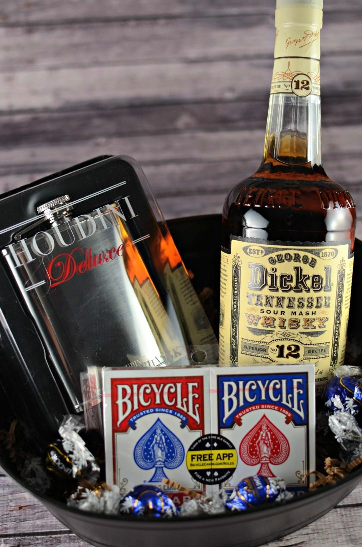 Super Holiday Gift Guide - gift box for whiskey lovers