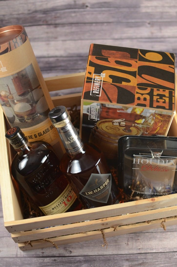 Super Holiday Gift Guide - Luxury gift box for whiskey lovers
