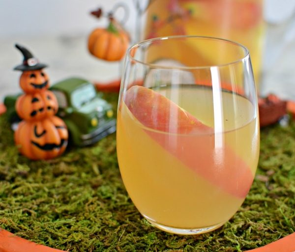 Sparkling Fall Apple Cider Sangria