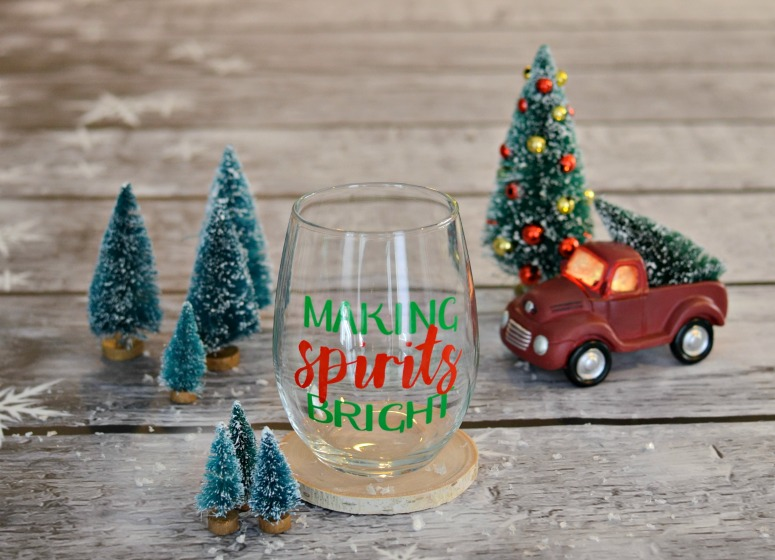Making Spirits Bright Wine Glass