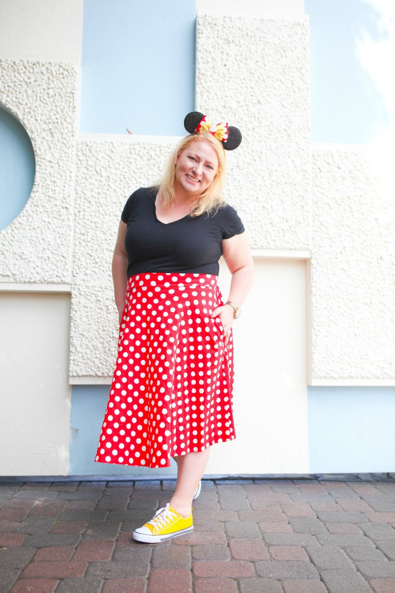 Minnie Mouse Outfit at Small World Wall in Disneyland