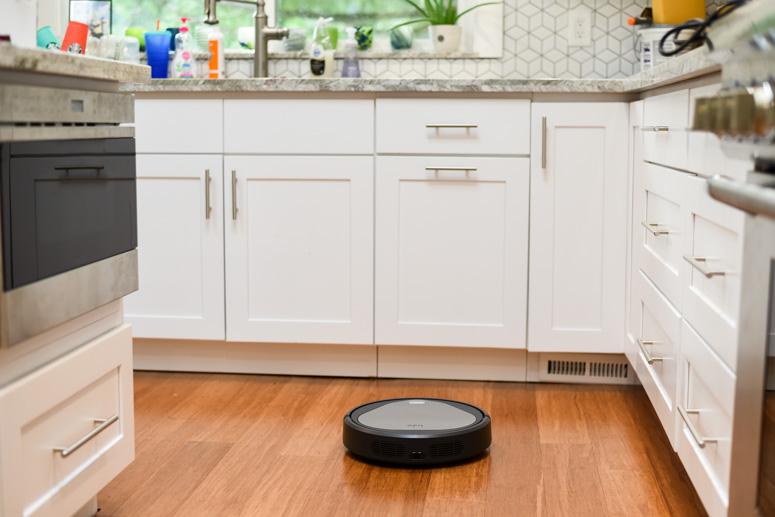 trifo Emma Pet vacuum robot in kitchen